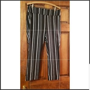 NEW YORK & COMPANY BLACK AND WHITE STRIPED PANTS